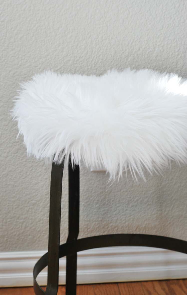 how-to-make-a-faux-fur-side-table-everyday-edits