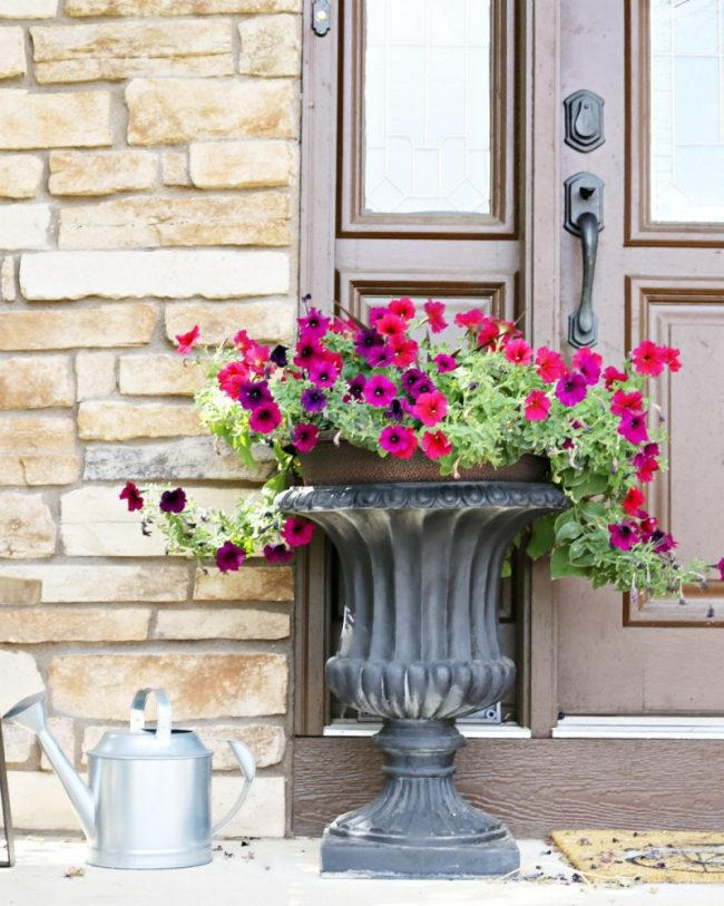 tiny-front-porch-decor