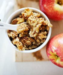 homemade-apple-crumble-everyday-edits