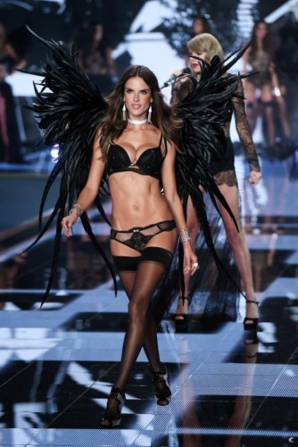 VS fashion show Alessandra Ambrosio