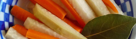 Naturally Fermented Kohlrabi Carrot Pickles