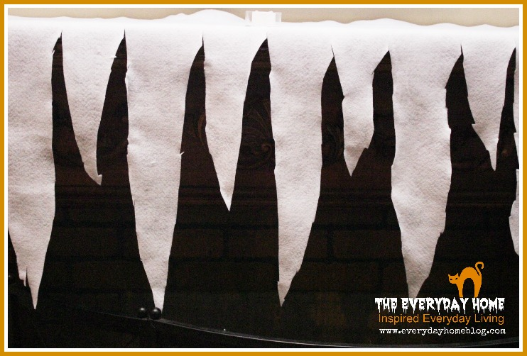 No Sew Halloween Mantel Scarf by The Everyday Home  #theeverydayhome  #Halloween  #nosew