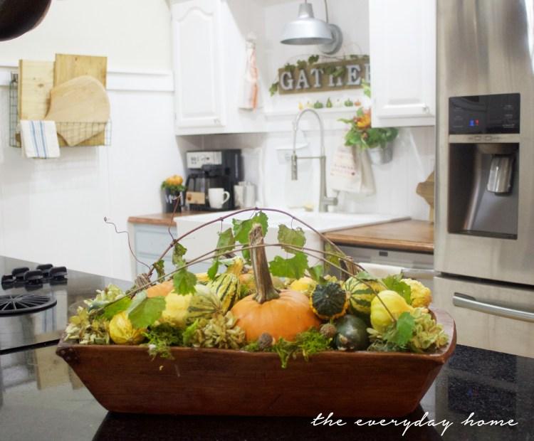 A Farmhouse Dough Bowl | A Fall Tour | The Everyday Home | www.everydayhomeblog.com