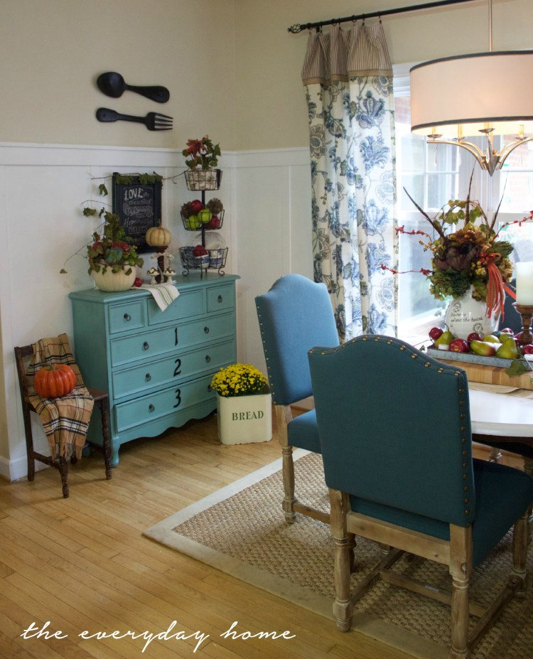 Breakfast Room for Fall | A Fall Tour | The Everyday Home | www.everydayhomeblog.com