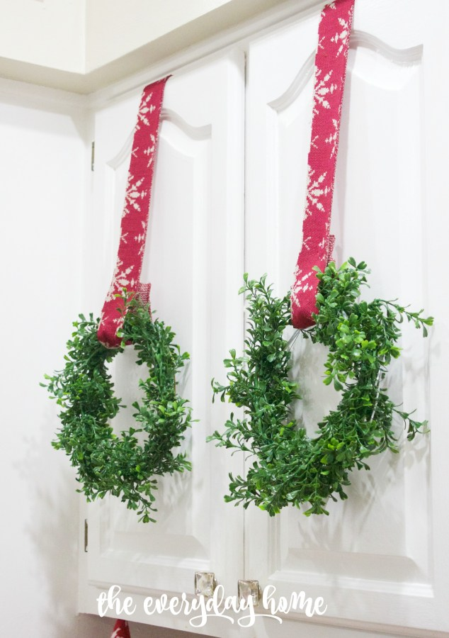 Mini Boxwood Wreaths   The Everyday Home   www.everydayhomeblog.com