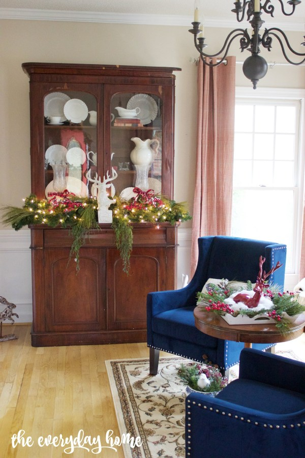 Living Room for Christmas | The Everyday Home | www.everydayhomeblog.com