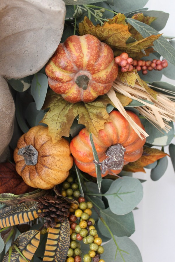 using-floral-picks-to-update-a-fall-wreath | the everyday home | www.everydayhomeblog.com