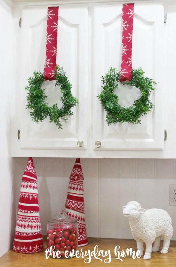 making-mini-faux-boxwood-wreaths   The Everyday Home   www.everydayhomeblog.com