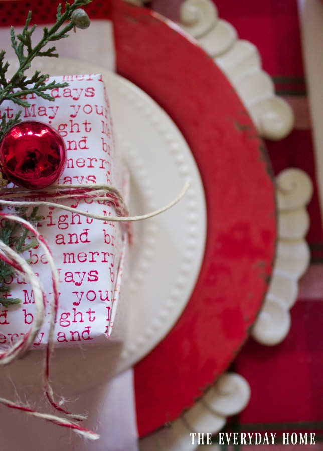 santa-christmas-tablescape-placesetting |The Everyday Home | www.everydayhomeblog.com