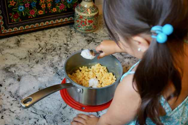 5 Ways to Make Boxed Mac and Cheese Nutritious for Kids