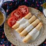 Simple and Crunchy Chicken Flautas with Jalapeño Sour Cream #flautas #chickenflautas