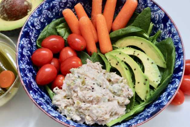 easy Whole30 tuna salad lunch bowl #tunasalad #easylunch #whole30lunch