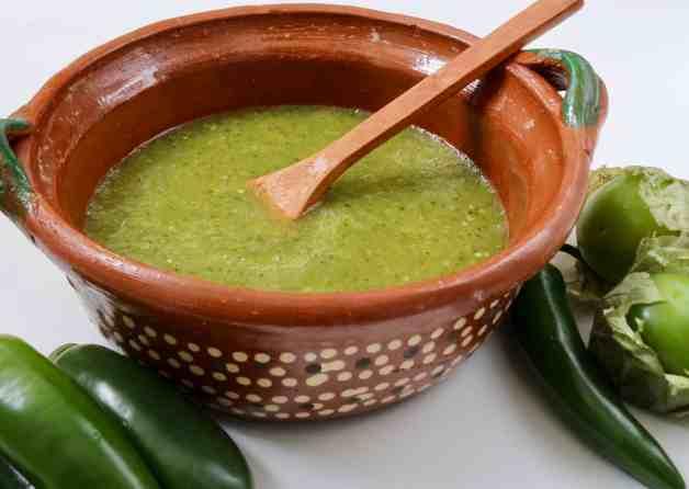 Easy tomatillo salsa verde for tacos #tomatillosalsa #salsaverde #mexicansalsa