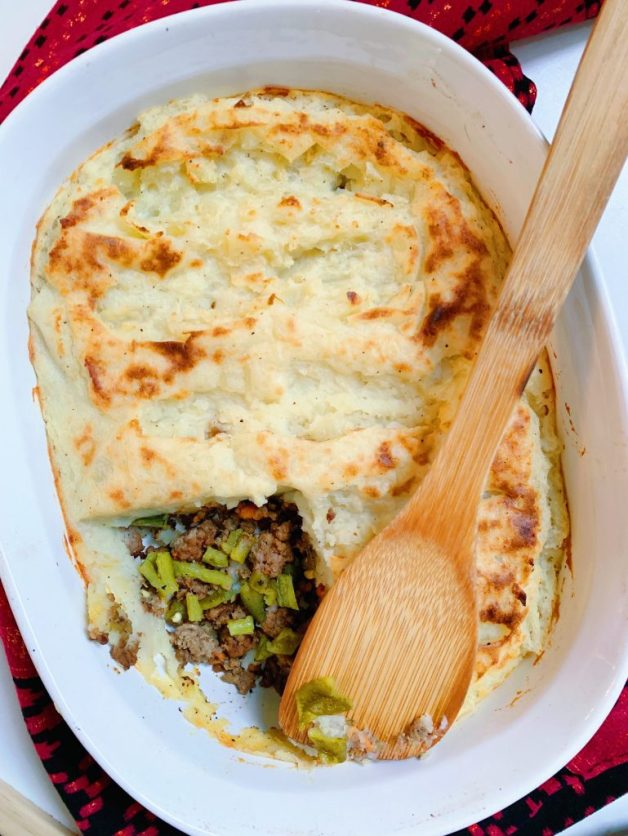 Roasted Green Chile Pastel de Papa (aka Shepherd's Pie) #pasteldepapa #whole30shepherdspie #roastedgreenchiles
