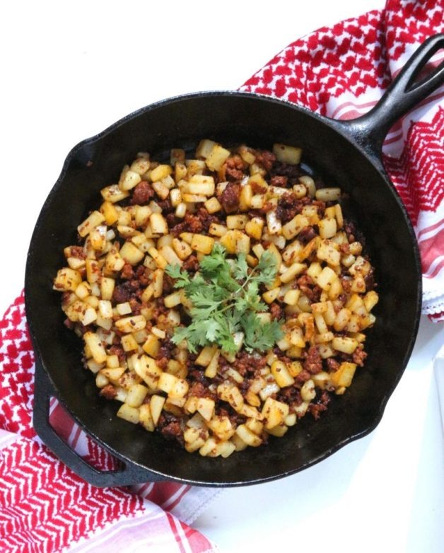Papas con Chorizo (Potatoes with Mexican Sausage) #papasconchorizo #mexicanrecipes #whole30recipes