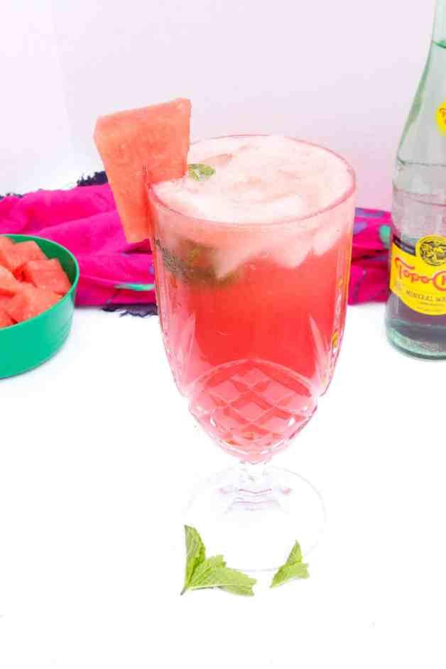 Sparkling Watermelon Agua Fresca with Topo Chico #aguafresca #sparklingaguafresca #watermelonaguafresca