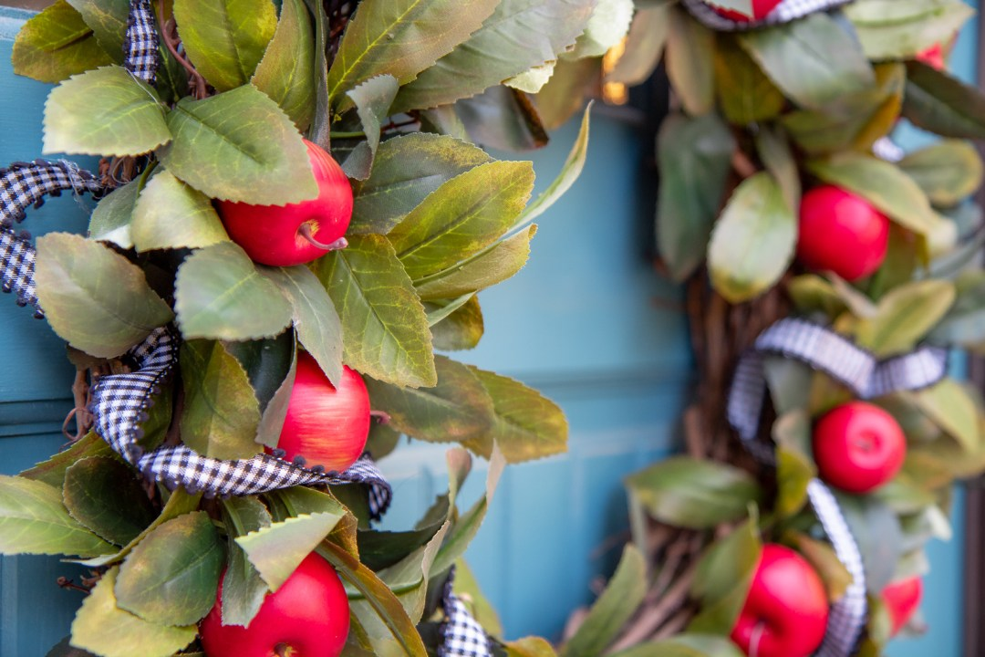 How to make an easy apple fall wreath