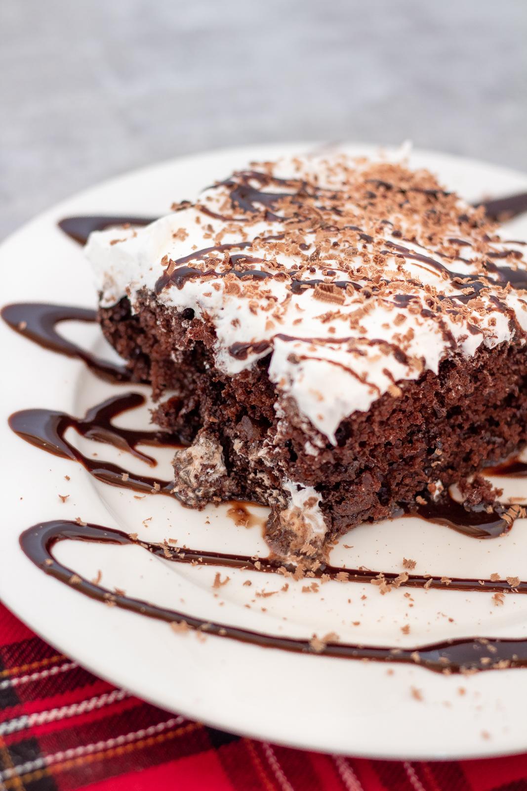hot cocoa poke cake recipe