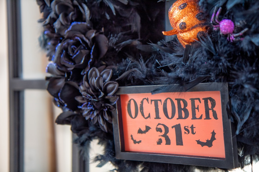 DIY Spooky-chic Halloween Wreath in 20 minutes or less