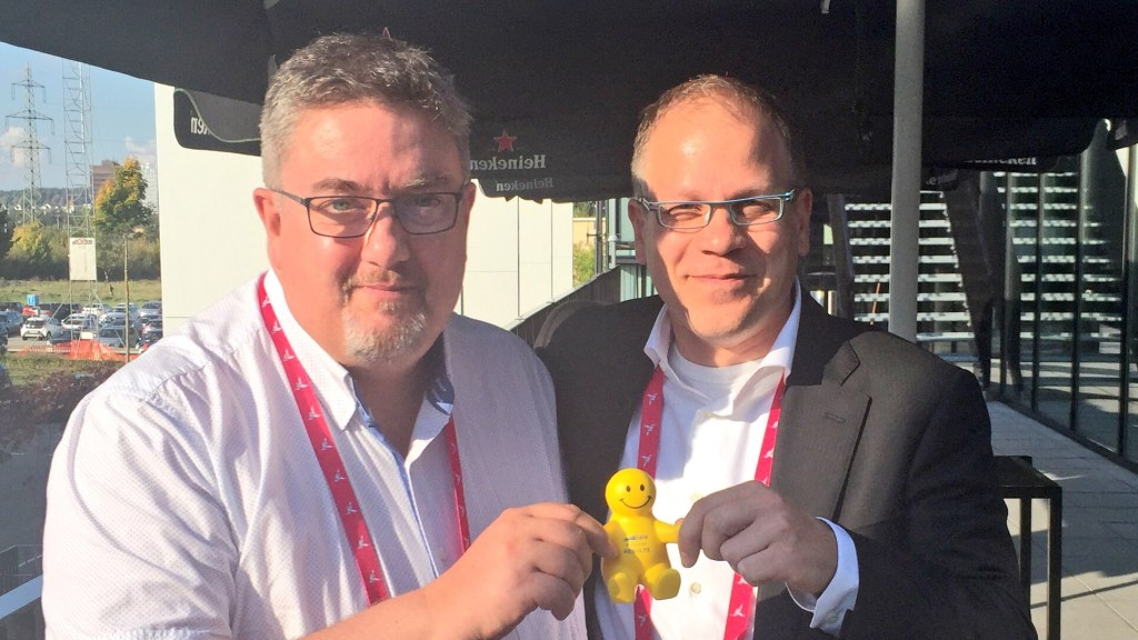 Art (a small yellow figurine) brings Martin together SAI's Michael Stump at Agile Leadership Day 2017