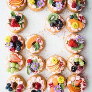 Eetbare bloemen taart Sint Jan