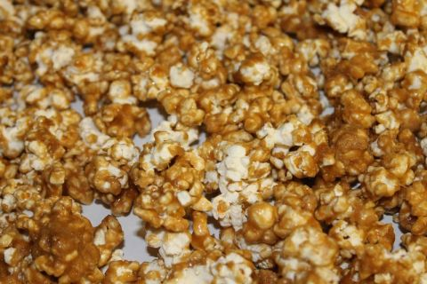 The MOST AMAZING Caramel Popcorn EVER