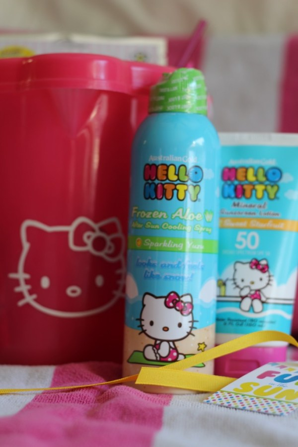 Hello Kitty Pool Party on Everyday Party Magazine