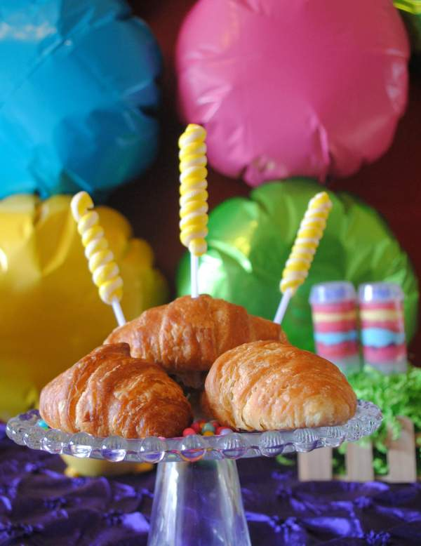 Everyday Party Magazine Bright Easter Party by Fizzy Party