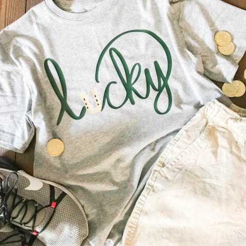 Everyday Party Magazine Lucky Shirt #StPatricksDay #SVG #HandLettered #DIY
