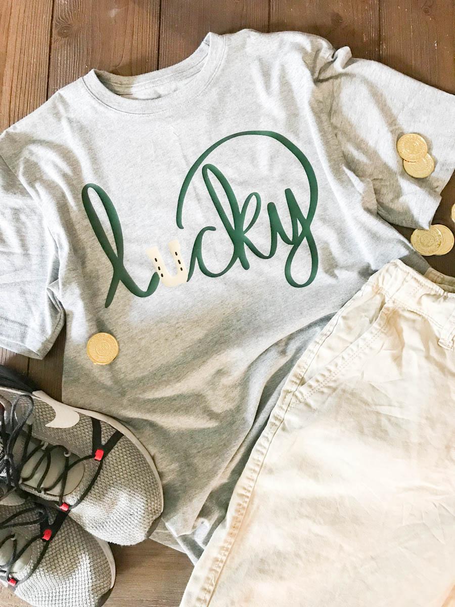 Everyday Party Magazine Lucky Shirt DIY #StPatricksDay #SVG #HandLettered #DIY