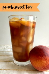 Everyday Party Magazine Peach Sweet Tea #Peaches #PeachRecipes #SouthernRecipes