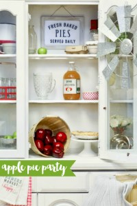 This darling apple pie party is too sweet to miss! #ApplePie #AppleFarm #Apples #FallParty