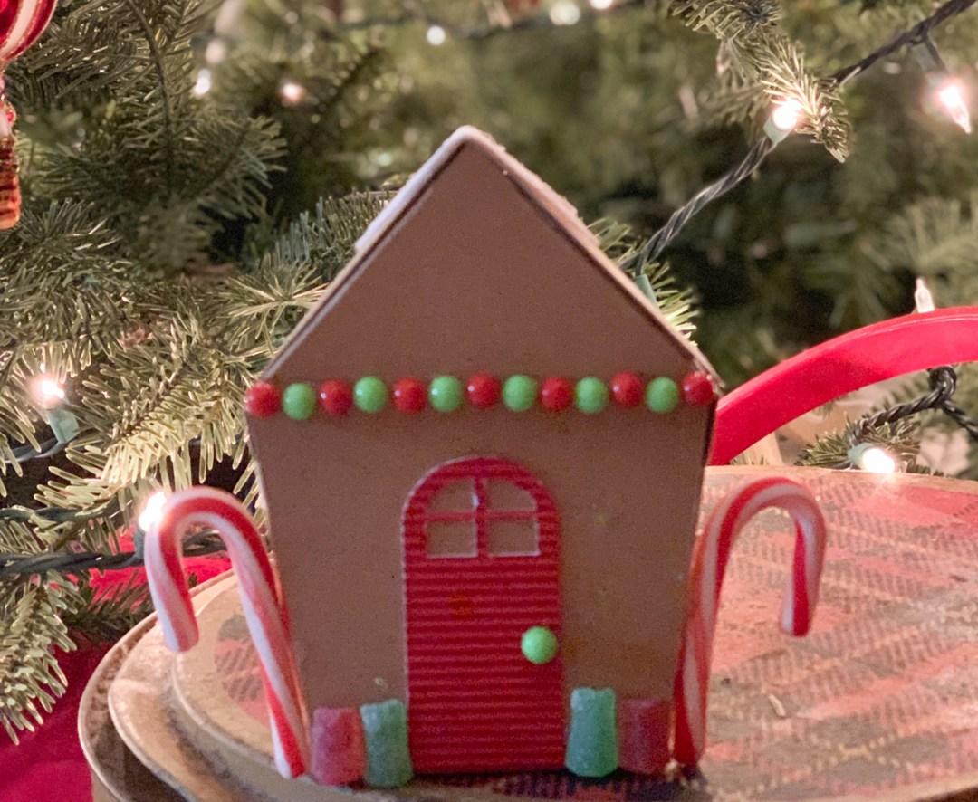 Kraftboard Gingerbread House