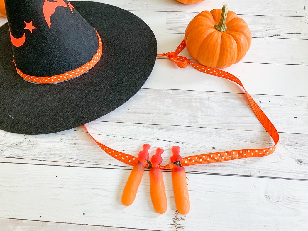 Gummy Finger Necklace Pumpkin Witch Hat
