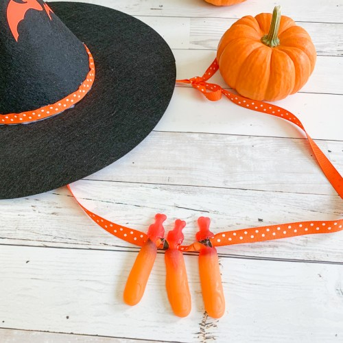 Gummy Finger Necklace Pumpkin Witch Hat