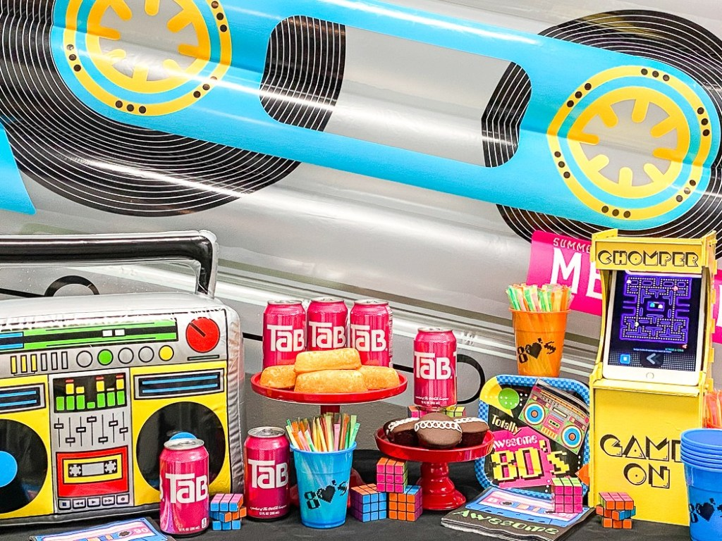 80's Party Table