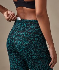 271ba872e1d96 I have done both a kickboxing and a resistance training workout in these  crops and so far so good. They have a medium-to-high waist that's high  enough that ...