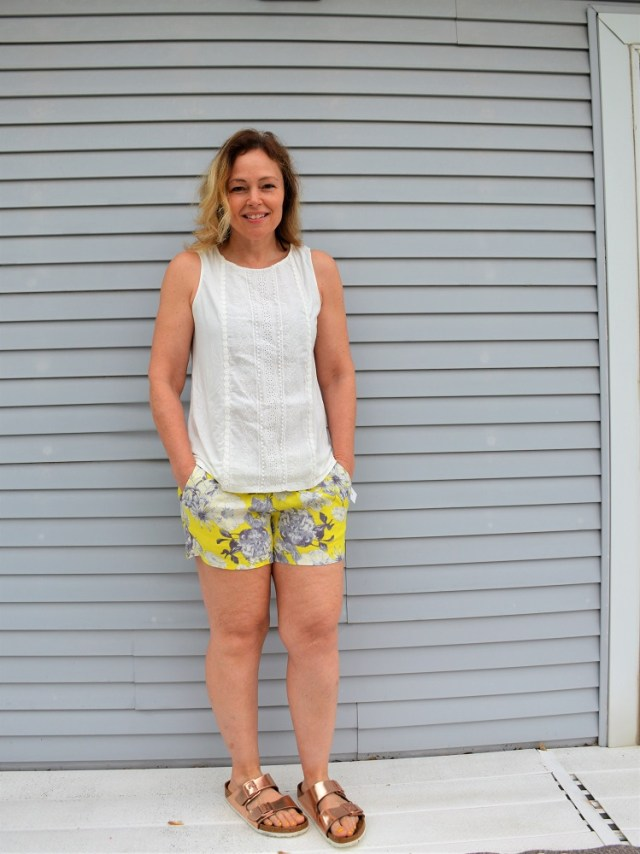 Stitch Fix Skies Are Blue Airika Woven Lace Front Knit Top with Kut from the Kloth Jansen Printed Linen Shorts