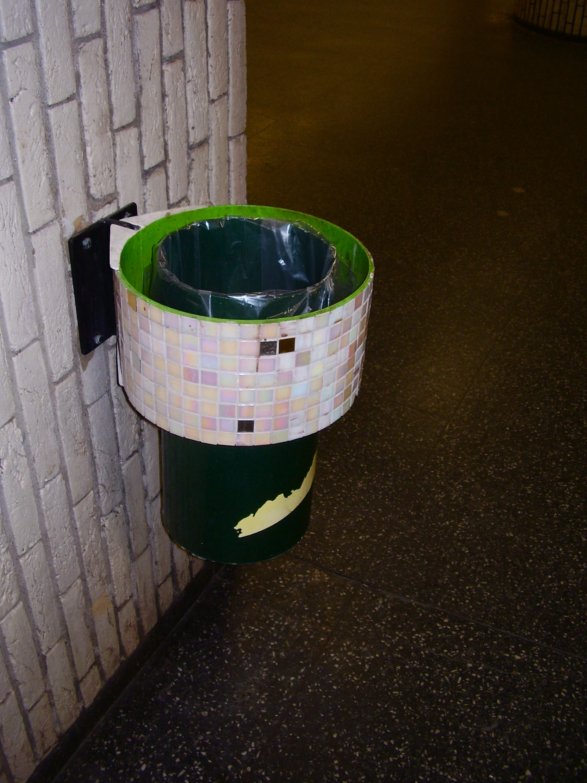 Decorative dumpster Hornstull