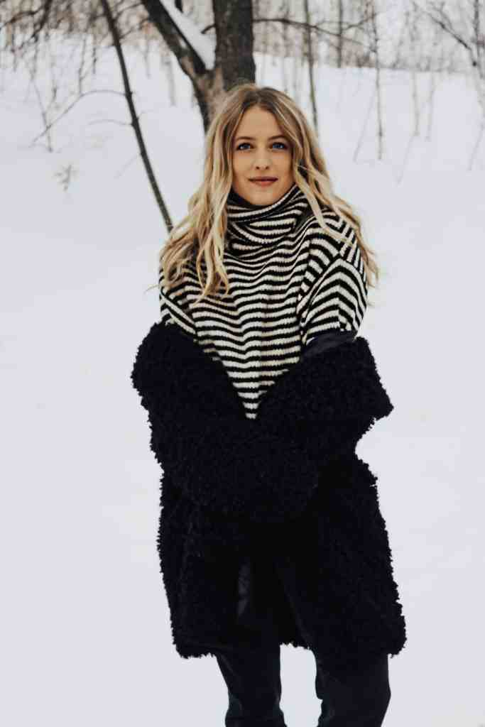 Current Favorites - Here's What I've Been Loving Lately! Sharing my current favorites for winter fashion, beauty, hair, health & wellness, podcasts, & more!