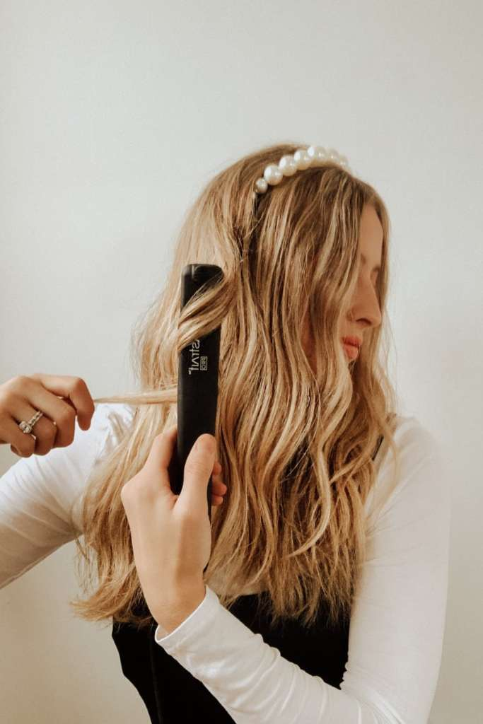 Vibrastrait Hair Straightener Review + why this vibrating flat iron with ceramic tourmaline plates is a healthier option for your hair!