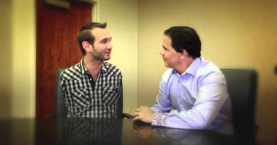 "NO LIMITS: Special Guest Nick Vujicic Hijacks ""A Minute With Maxwell"""