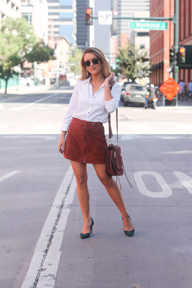 amber from every once in a style wearing forever21 suede skirt and banana republic green suede shoes