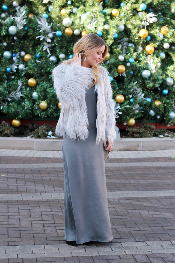 amber from Every Once in a Style is wearing a grey faux fur from make me chic
