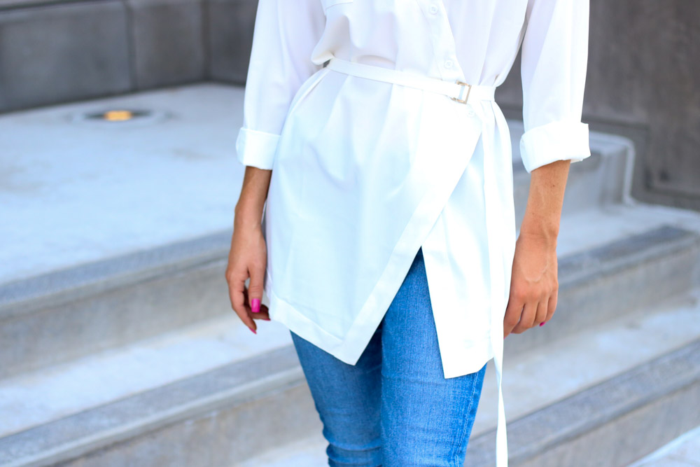 Amber from Every Once in a style wearing || white blouse || skinny jean