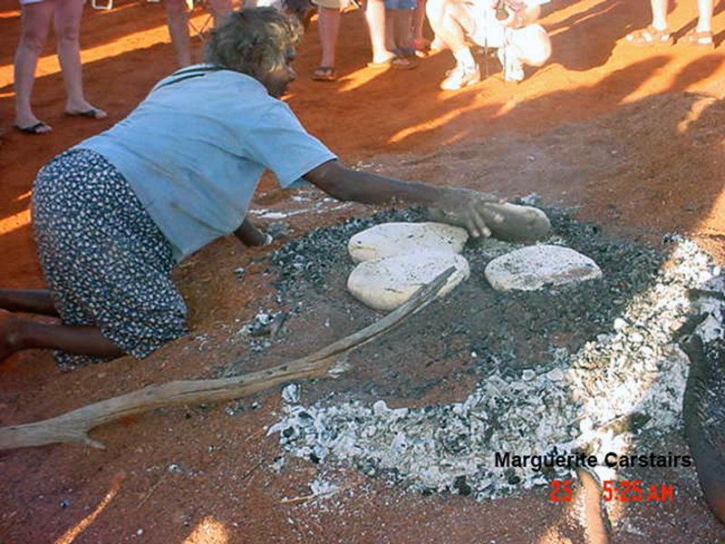 Corroboree at Newman in West Australia in 2003 (2/5)