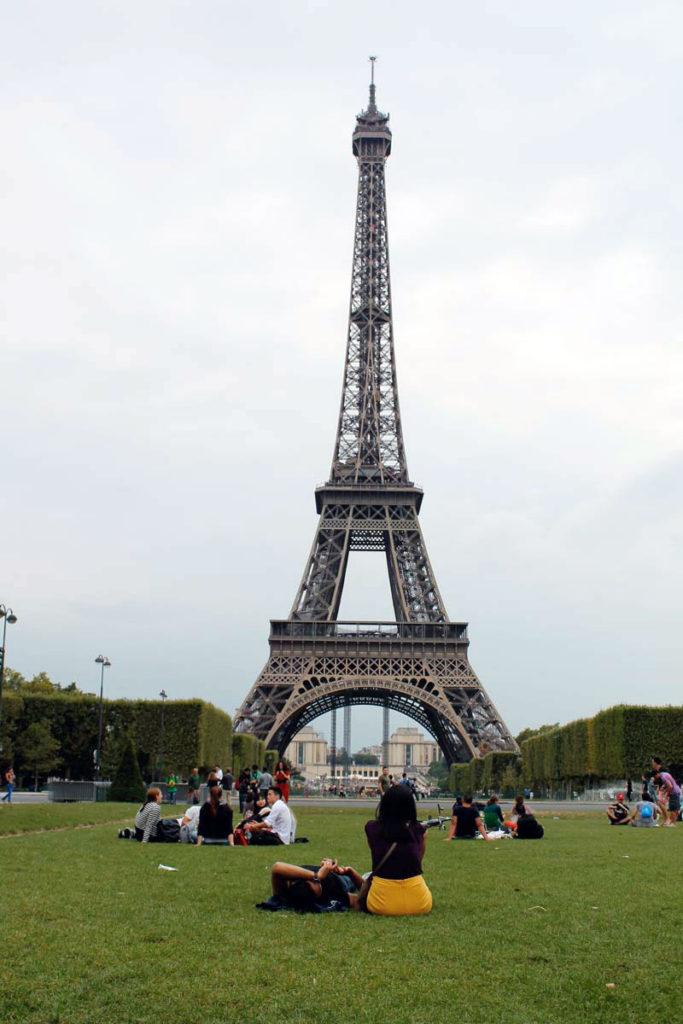 eiffe tower lawn