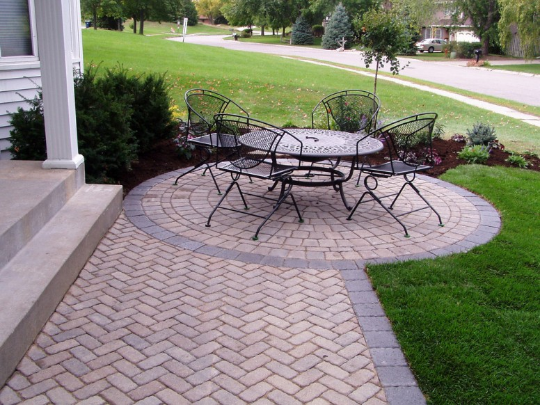 Tips and Tricks for Laying an Outdoor Brick Patio on Small Backyard Brick Patio Ideas  id=33285