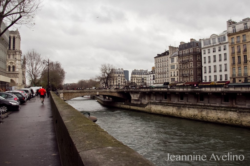 I can be that guy running along the Seine!