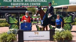 Roberto Teran, Jr. and Il Rubacouri in their presentation ceremony with ringmaster Steve Rector and Alex De Armas of Accuhorsemat.